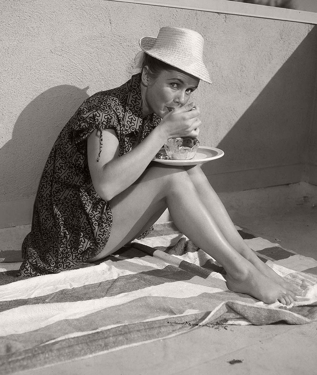 vintage-funny-bw-photos-of-celebrities-eating-10