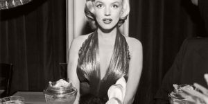 Vintage: Funny B&W photos of Celebrities eating