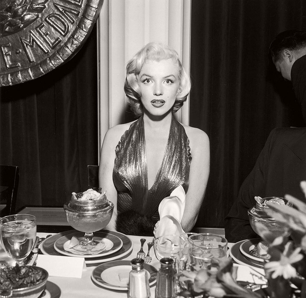 vintage-funny-bw-photos-of-celebrities-eating-16