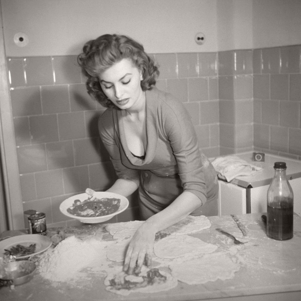 vintage-funny-bw-photos-of-celebrities-eating-17
