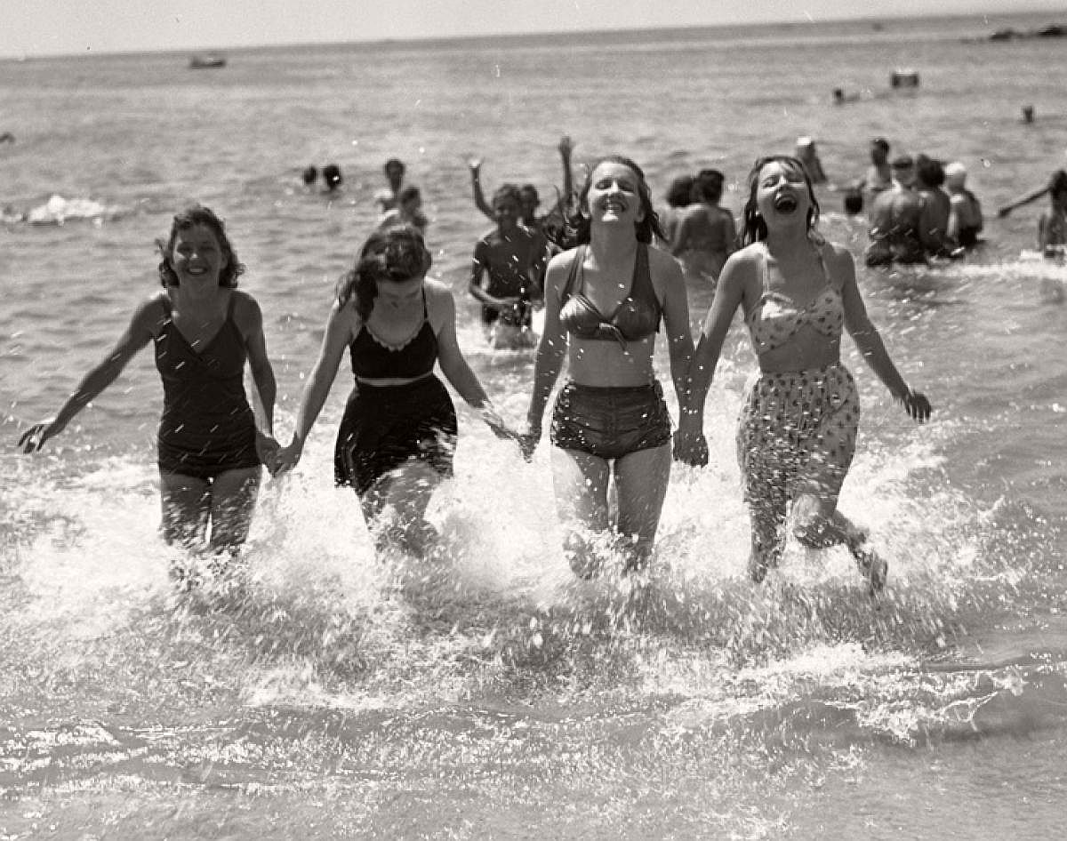 vintage-girls-in-swimsuits-new-york-city-1930s-1940s-07