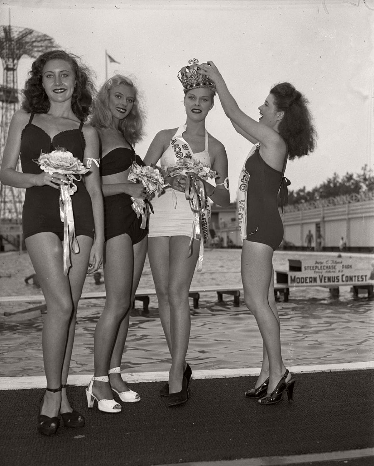 vintage-girls-in-swimsuits-new-york-city-1930s-1940s-08