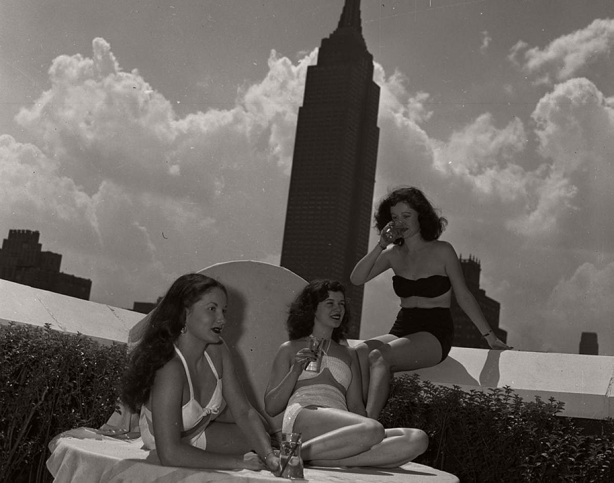 vintage-girls-in-swimsuits-new-york-city-1950s-1960s-02