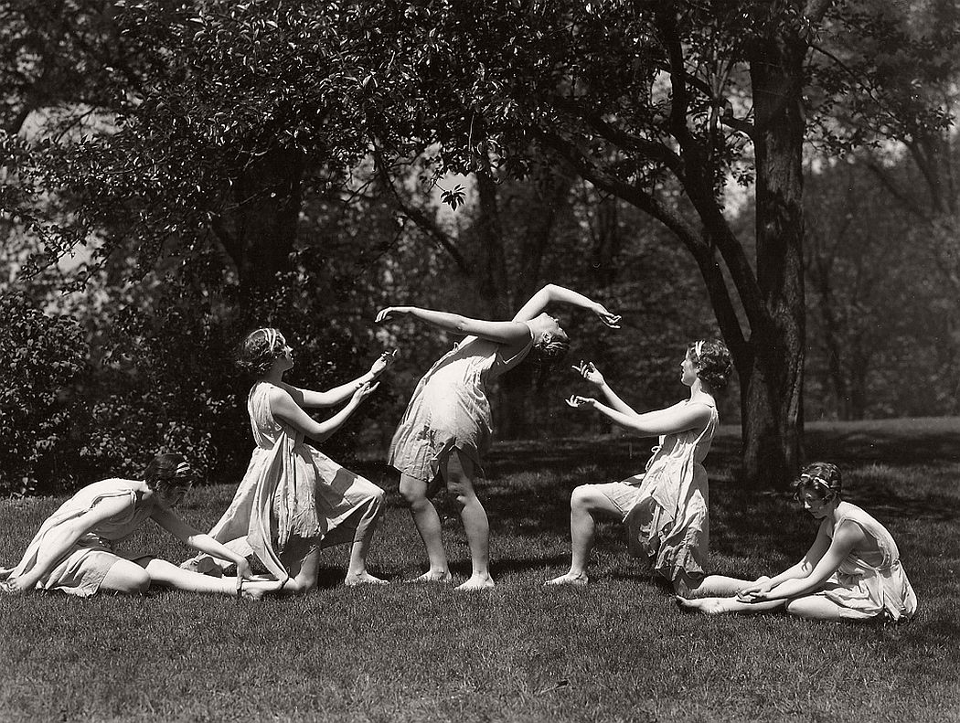 vintage-group-photos-of-dancing-girls-1910s-1930s-02