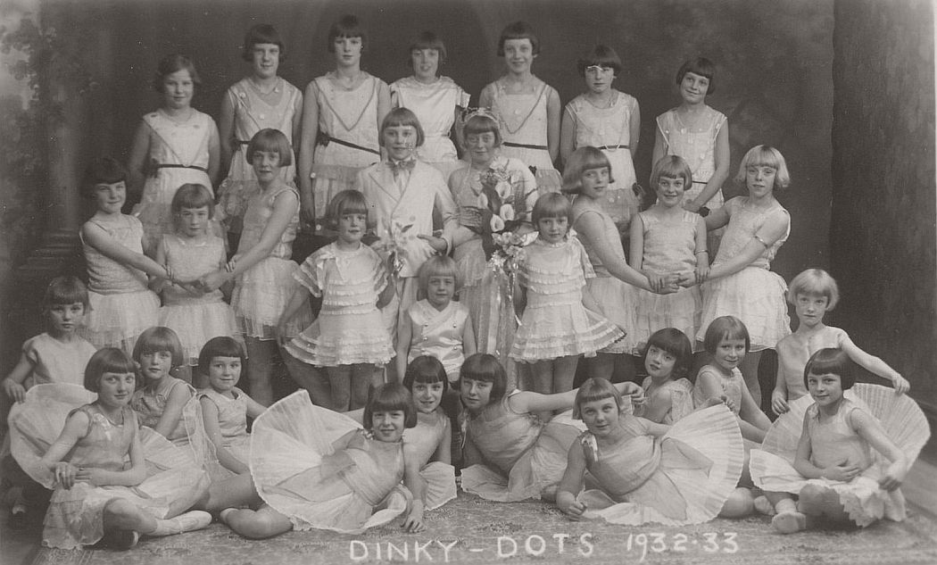 vintage-group-photos-of-dancing-girls-1910s-1930s-06