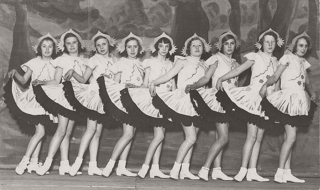 vintage-group-photos-of-dancing-girls-1910s-1930s-19