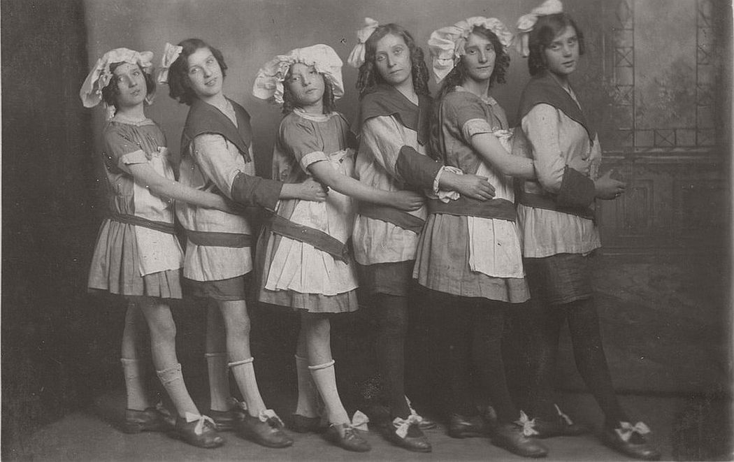 vintage-group-photos-of-dancing-girls-1910s-1930s-20