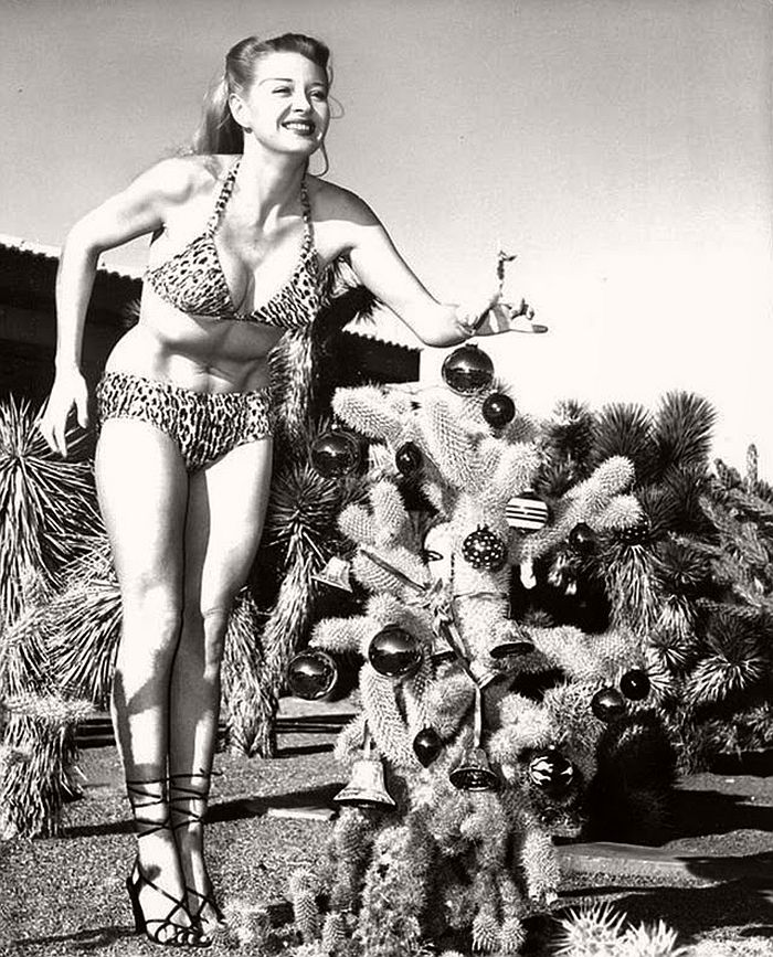 vintage-hollywood-christmas-pin-up-girls-02