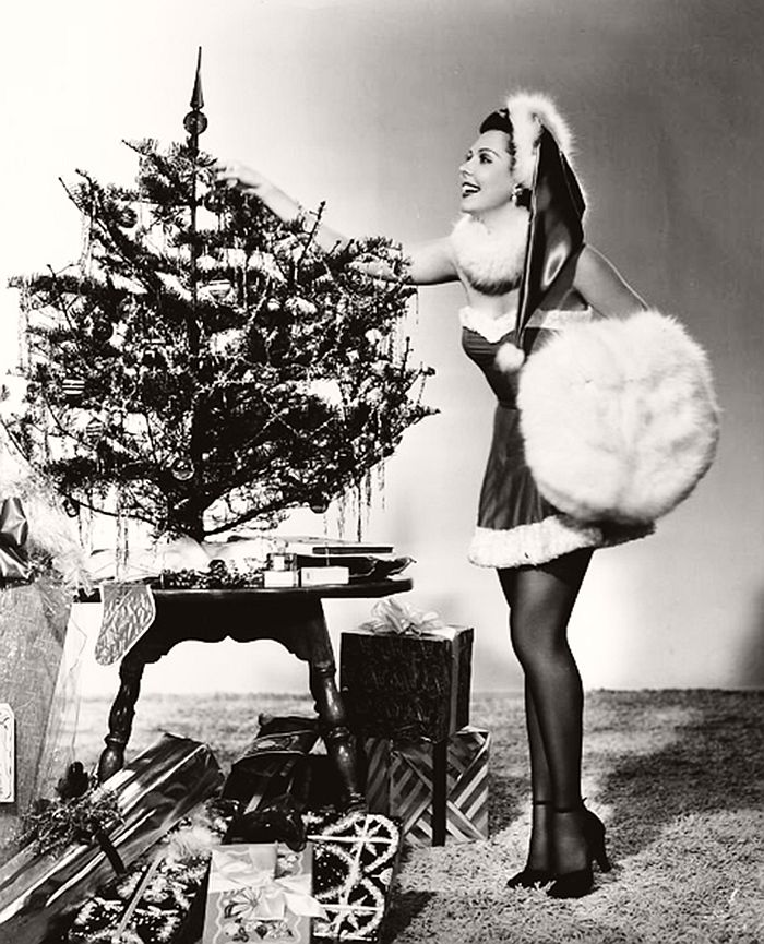vintage-hollywood-christmas-pin-up-girls-12
