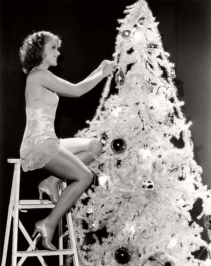 vintage-hollywood-christmas-pin-up-girls-20