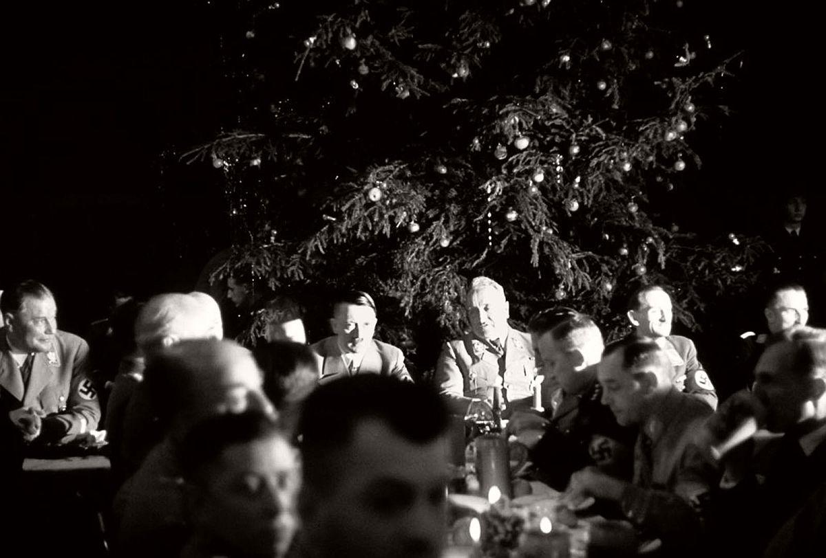 vintage-nazi-christmas-party-1941-02