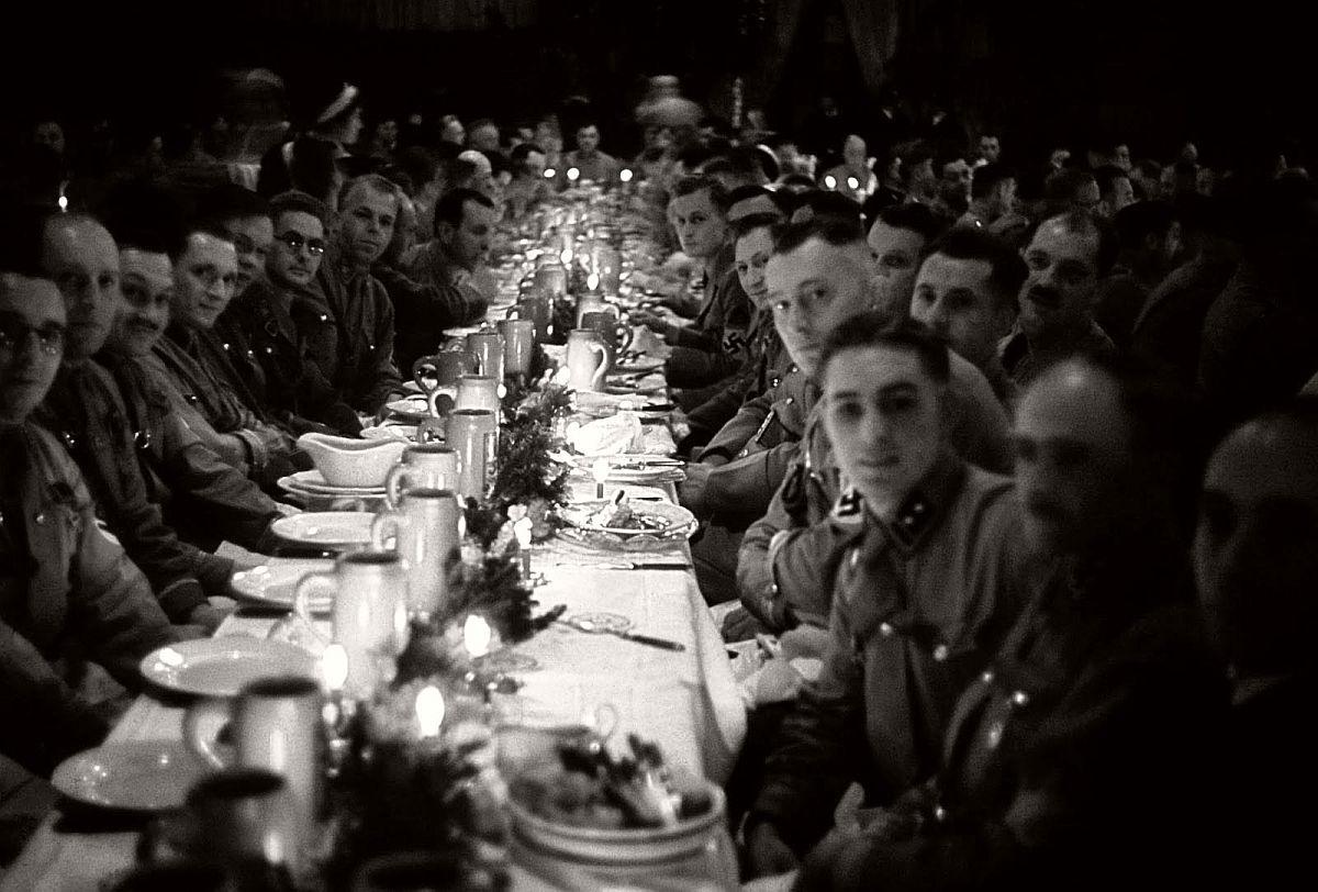 vintage-nazi-christmas-party-1941-03