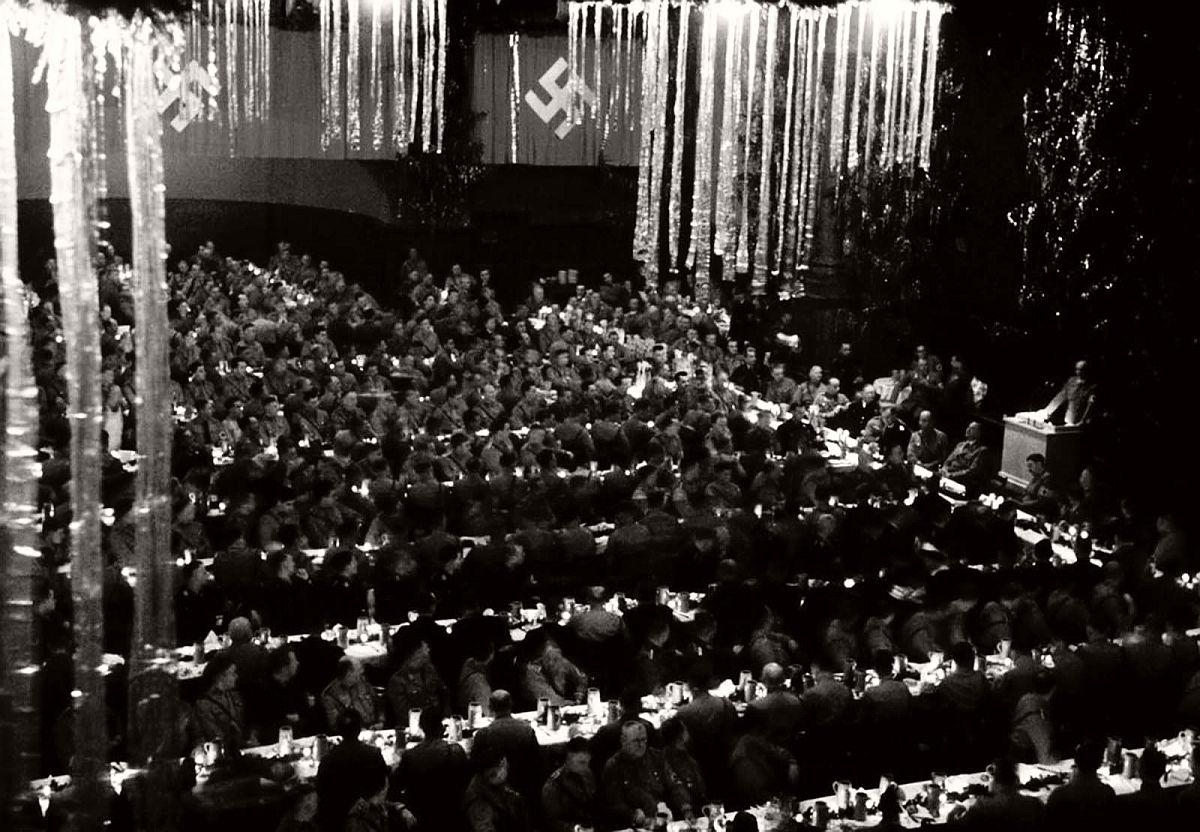 vintage-nazi-christmas-party-1941-04