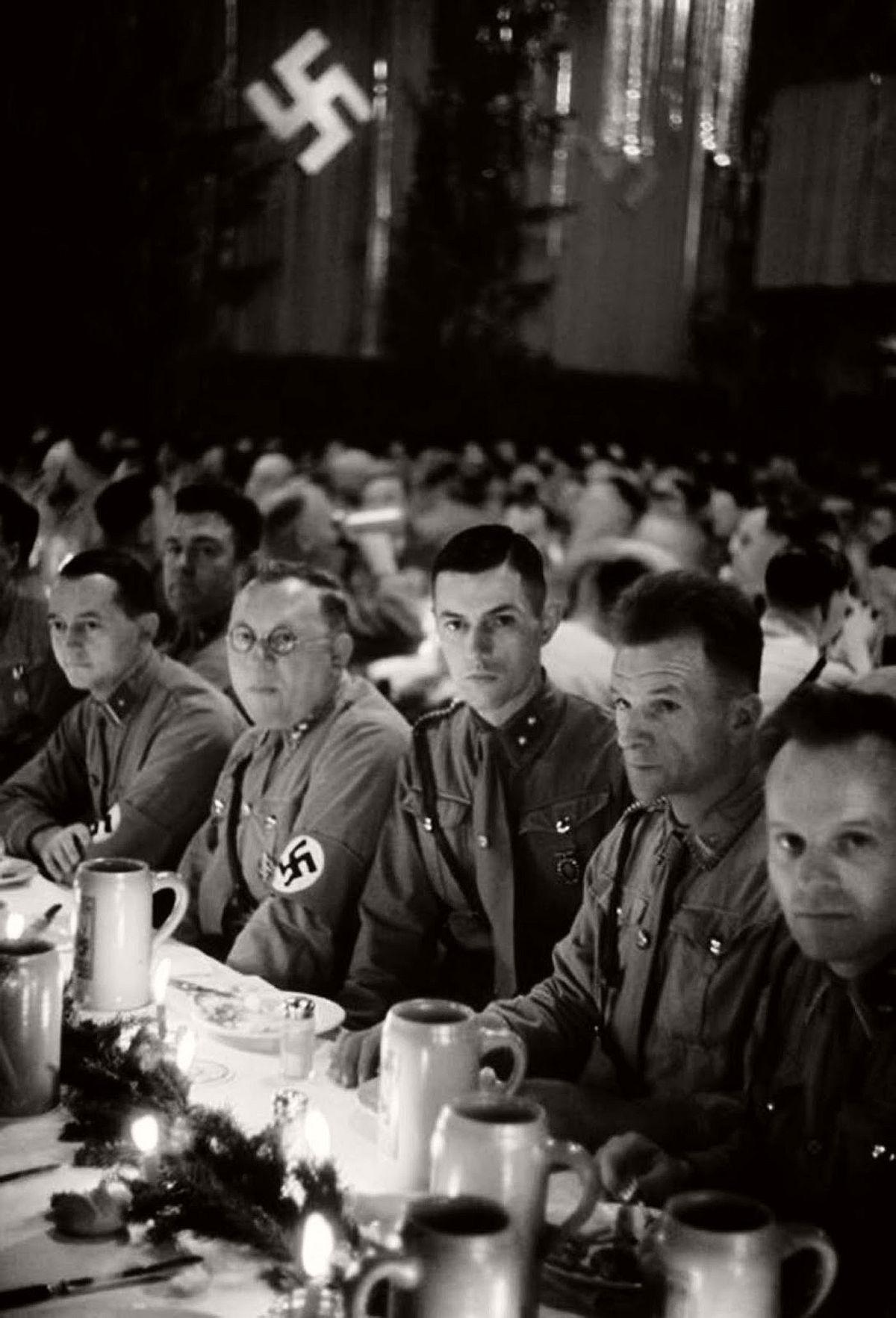 vintage-nazi-christmas-party-1941-05