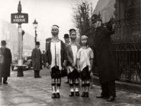 Vintage: Padaung women in London (1935)