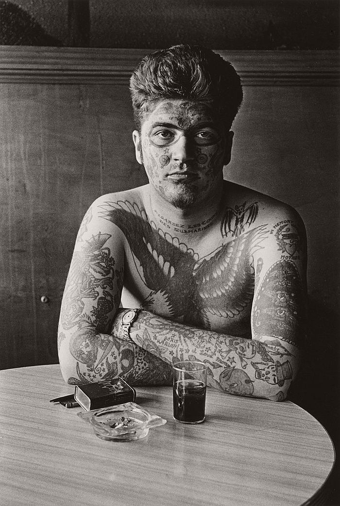 diane arbus In 1958, in new york city, the upper class diane arbus is a frustrated and lonely woman with a conventional marriage with two daughters her husband is a photographer sponsored by the wealthy parents of diane, and she works as his assistant.