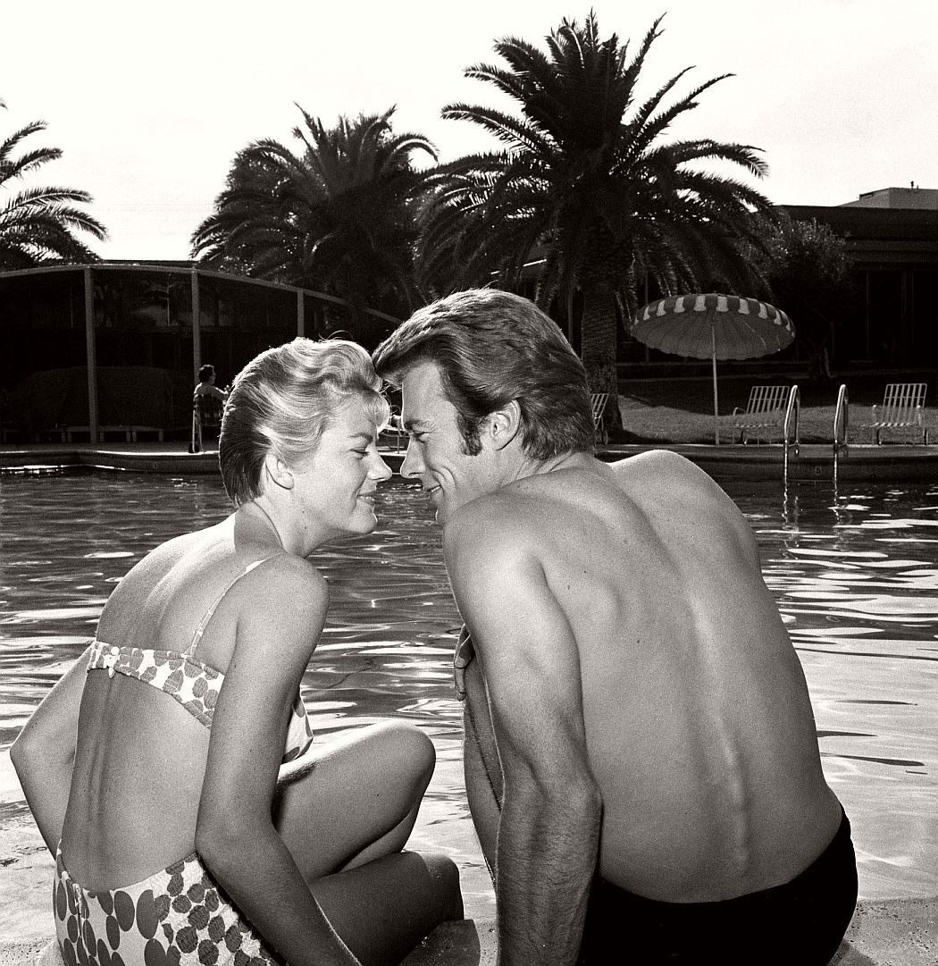 hollywood-celebrities-on-summer-holidays-vintage-bw-photos-02
