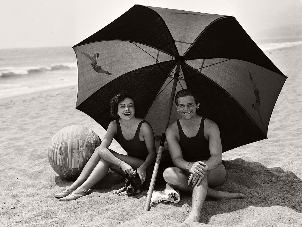 hollywood-celebrities-on-summer-holidays-vintage-bw-photos-05