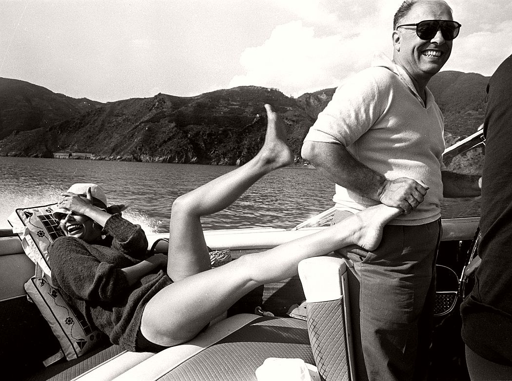 hollywood-celebrities-on-summer-holidays-vintage-bw-photos-10