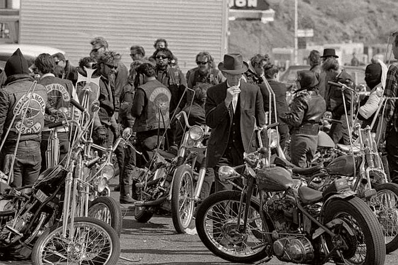 vintage-hells-angels-motorcycle-club-in-1965-by-bill-ray-03