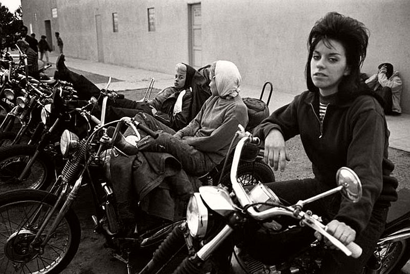 vintage-hells-angels-motorcycle-club-in-1965-by-bill-ray-05