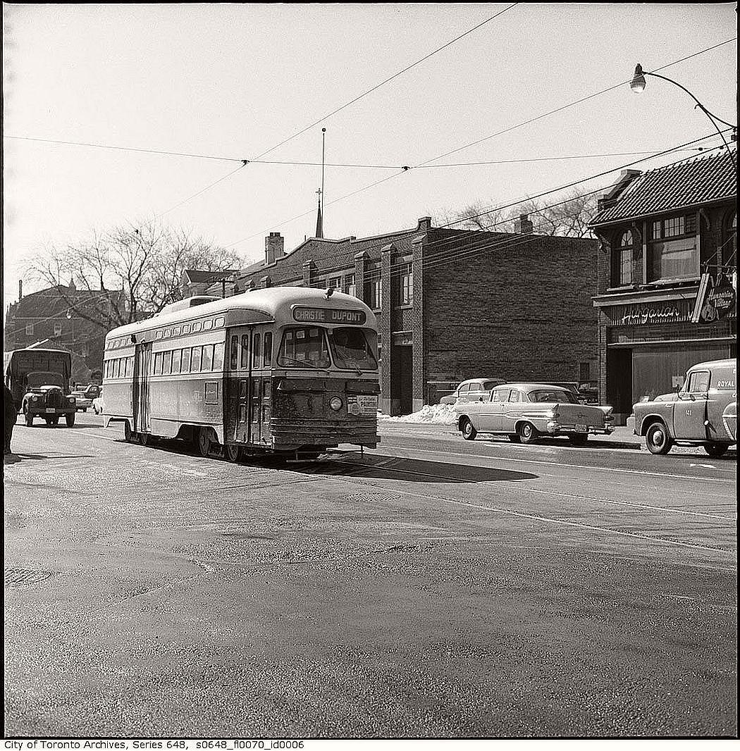 vintage-pcc-streetcars-in-toronto-1960s-01