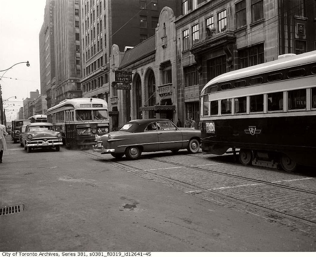 vintage-pcc-streetcars-in-toronto-1960s-02