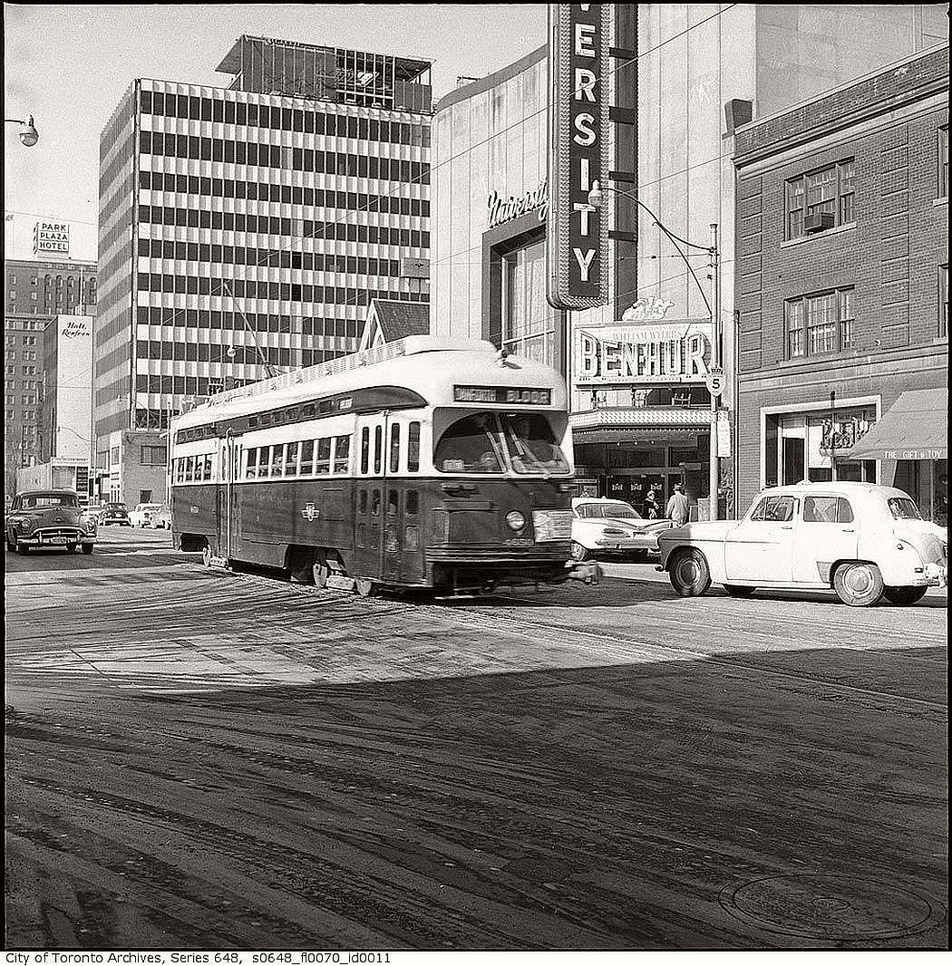 vintage-pcc-streetcars-in-toronto-1960s-03