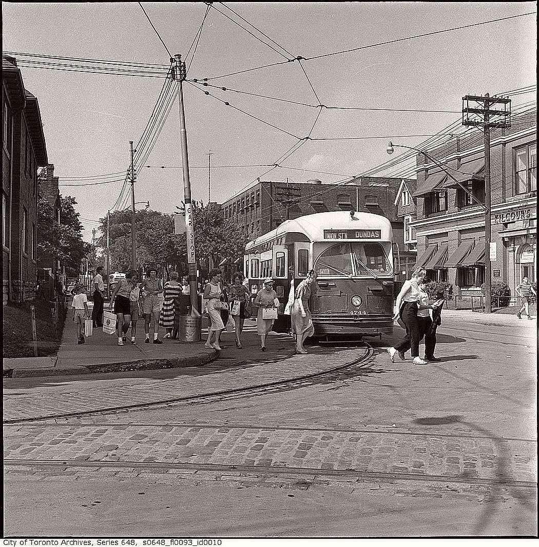 vintage-pcc-streetcars-in-toronto-1960s-07