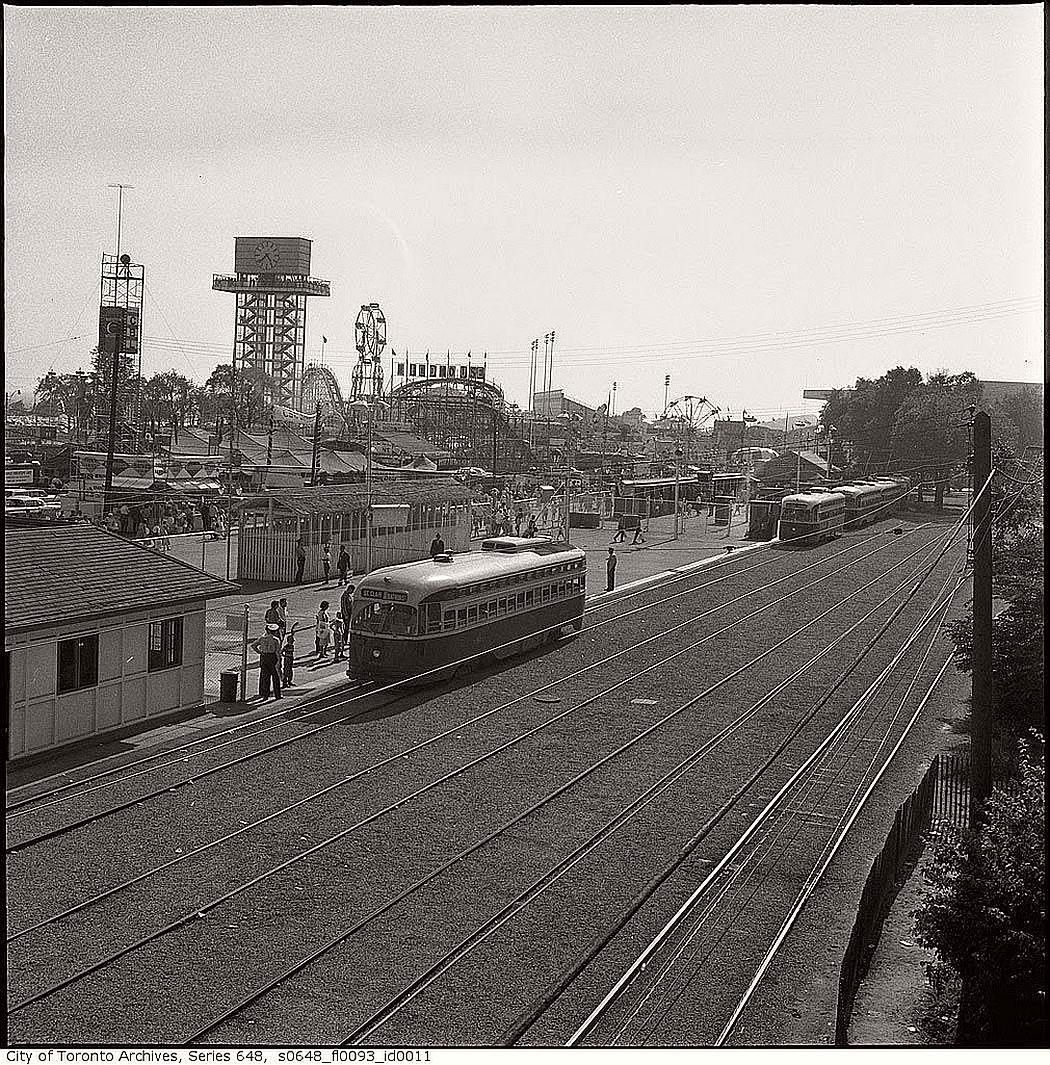 vintage-pcc-streetcars-in-toronto-1960s-08