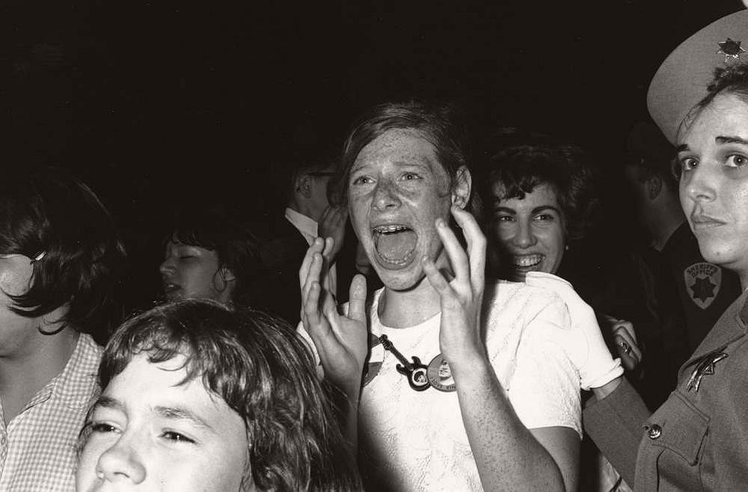 vintage-teenagers-screaming-at-pop-concerts-1960s-1970s-03