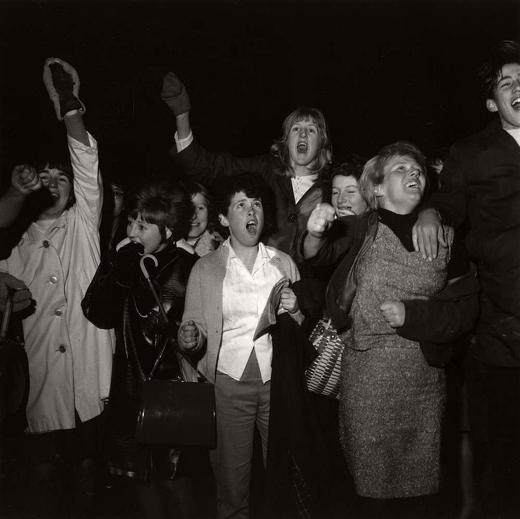 vintage-teenagers-screaming-at-pop-concerts-1960s-1970s-04