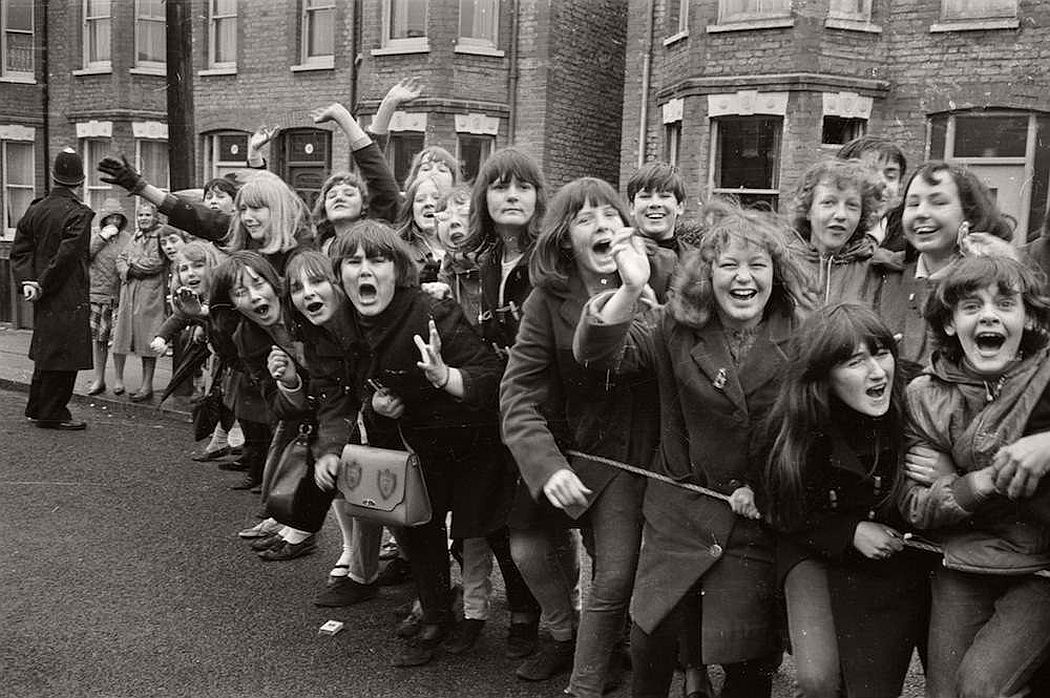 vintage-teenagers-screaming-at-pop-concerts-1960s-1970s-05