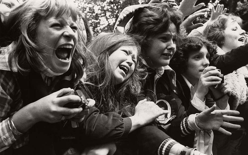 vintage-teenagers-screaming-at-pop-concerts-1960s-1970s-10
