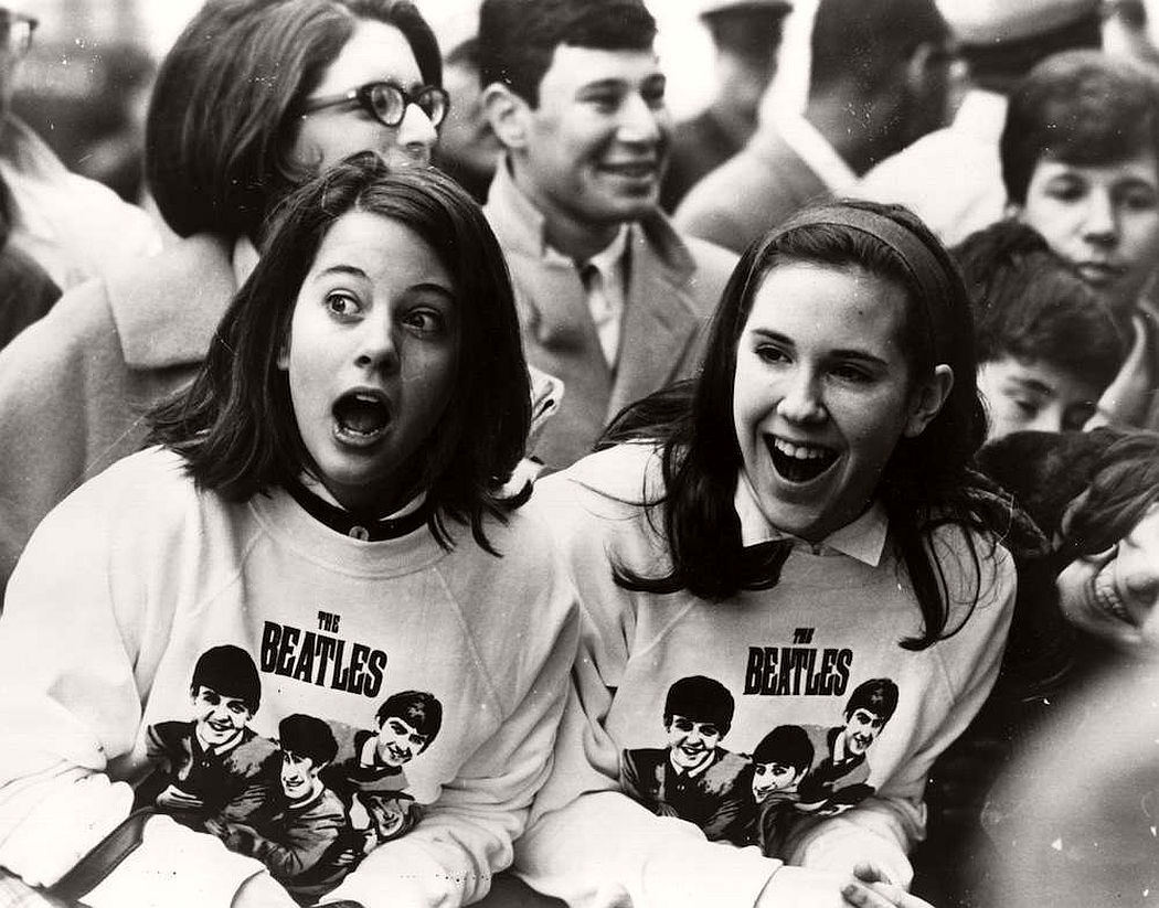 vintage-teenagers-screaming-at-pop-concerts-1960s-1970s-12