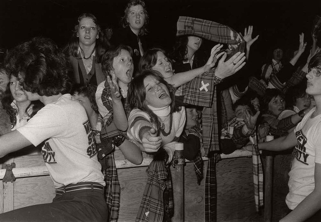 vintage-teenagers-screaming-at-pop-concerts-1960s-1970s-17
