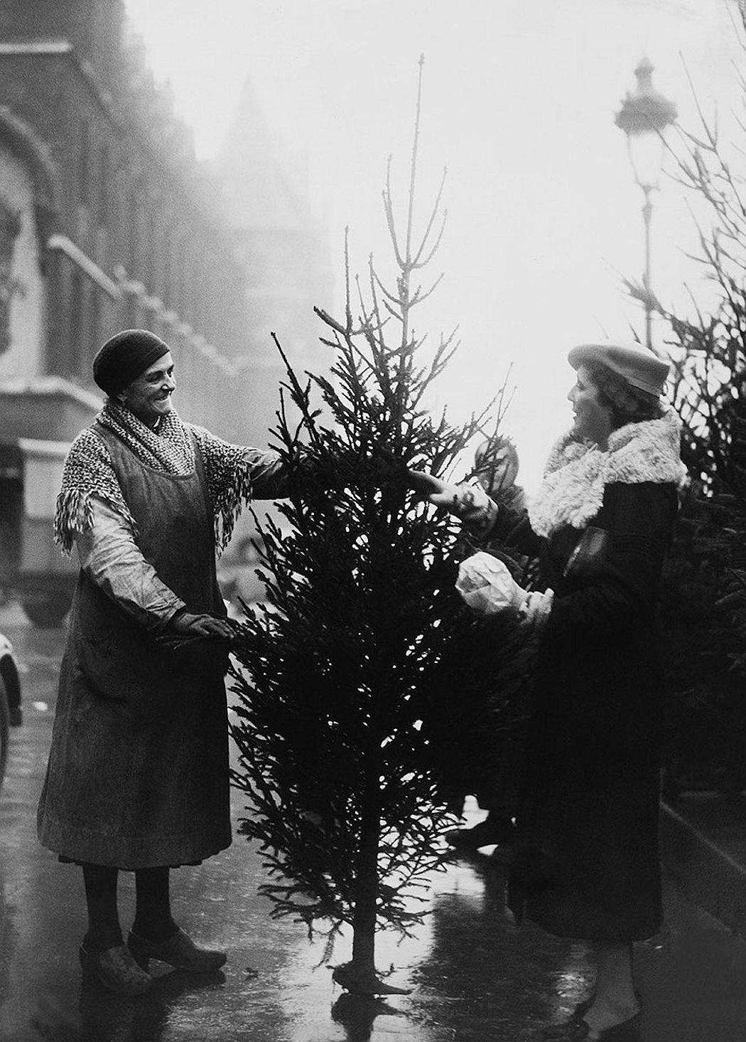 vintage-christmas-in-paris-1920s-1970s-06