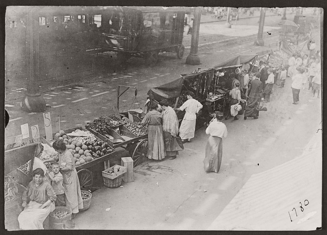 vintage-pushcart-markets-in-new-york-early-20th-century-1900s-01