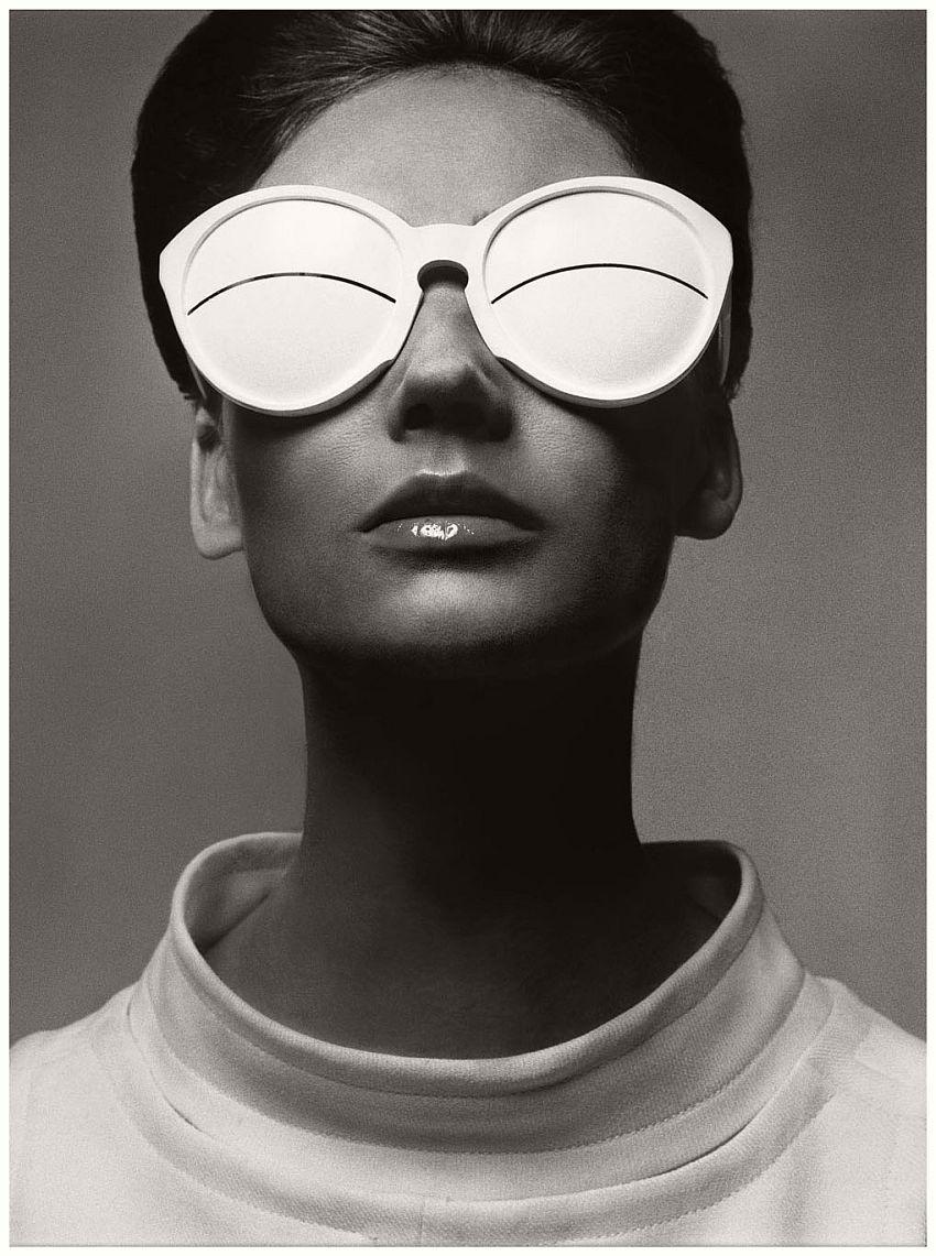 Simone D'Aillencourt in André Courrèges Sunglasses, photographed by Richard Avedon, 1965