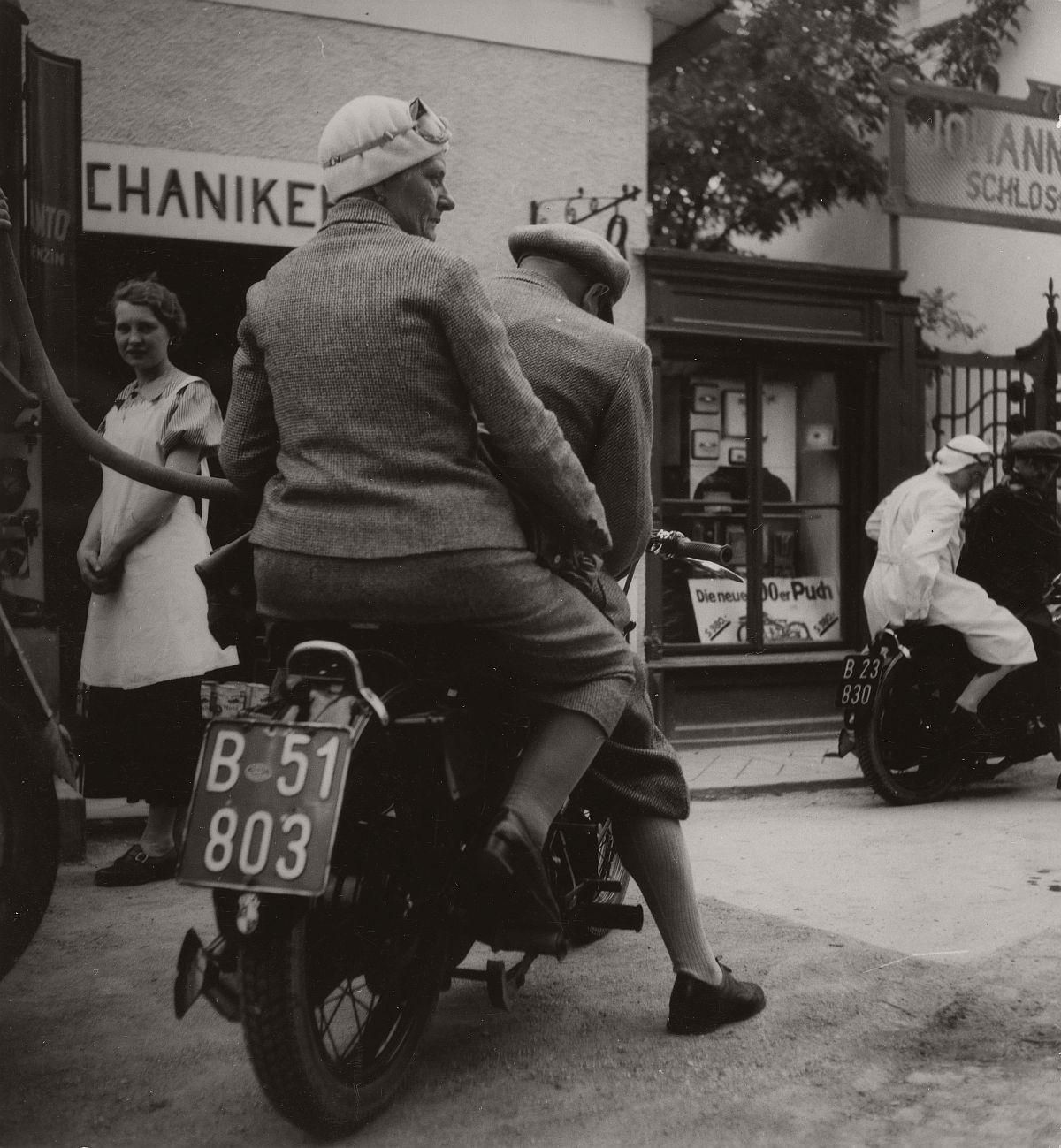 Robert Haas: On a motorcycle, Burgenland, 1937 © Wien Museum/Sammlung Robert Haas