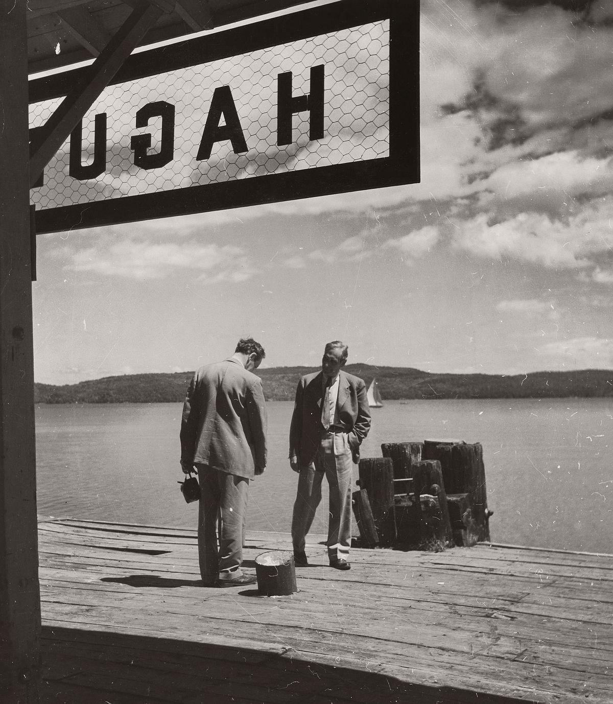 Robert Haas: Two men on a pier, United States, 1940s © Wien Museum/Sammlung Robert Haas