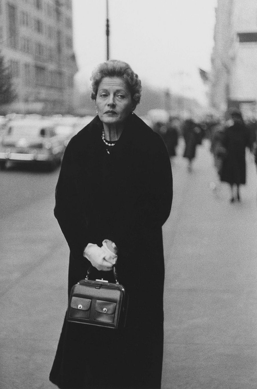 Diane Arbus, Woman with white gloves and a pocketbook, N.Y.C., 1956.