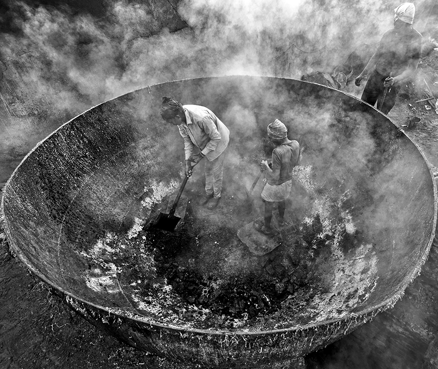 Life in Furnace by Sudipta Dutta Chowdhury (India) – 1st Place Winner – Photojournalism Discovery of the Year 2016