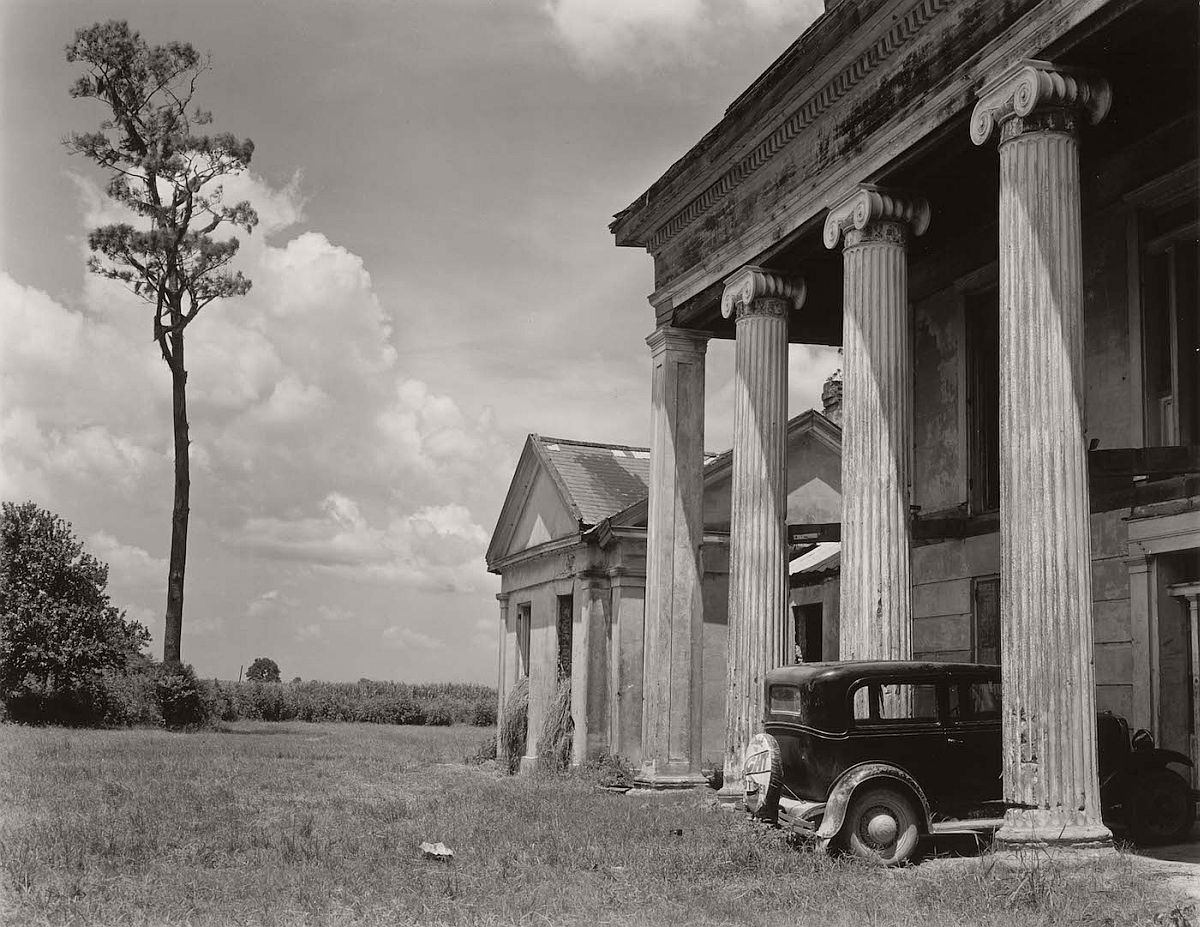 "Edward Weston, ""Woodlawn Plantation House, Louisiana"" (1941), Huntington Library, Art Collections, and Botanical Gardens, © 1981 Center for Creative Photography, Arizona Board of Regents"