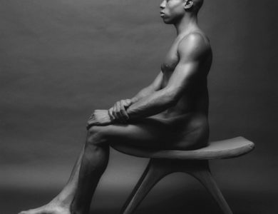 Biography: Nudes/Portrait photographer Robert Mapplethorpe