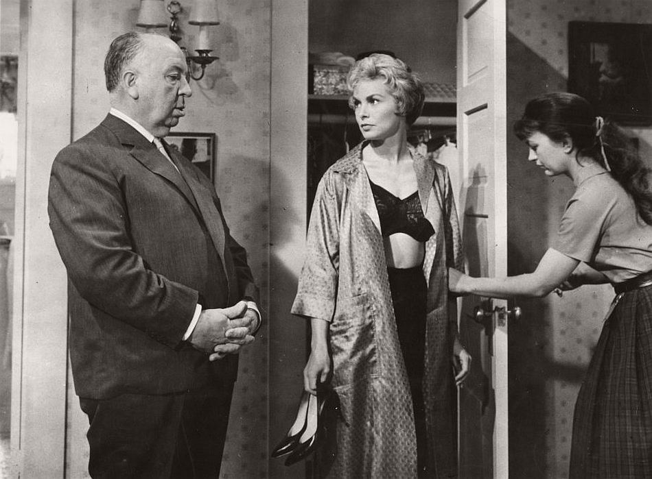the depiction of the novel psycho in the movie the birds Alfred hitchcock's legendary 1960 film adaptation of robert bloch's psycho is a to the depiction of novel, published the year before the film.