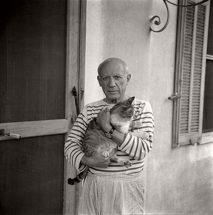 Pablo Picasso with his cat