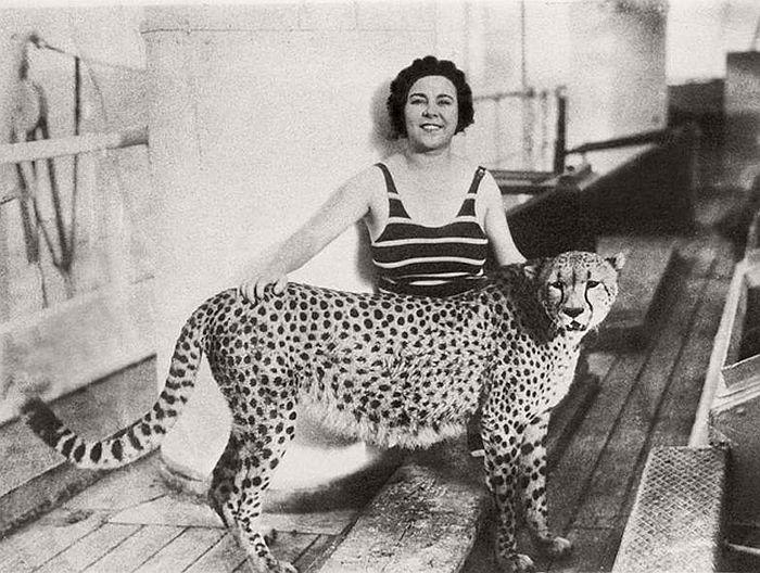 Osa Johnson with cheetah Bong