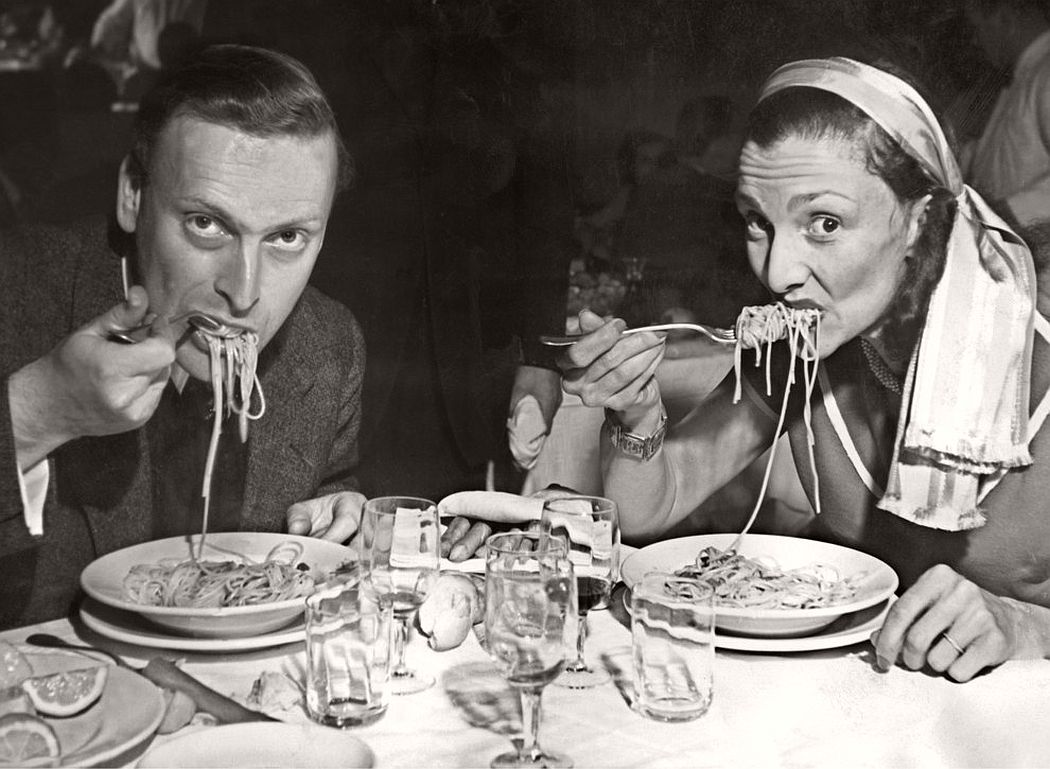 British violonist Yehudi Menuhin and his wife Diana eating spaghetti before a concert the Maestro gave in Venice. (Afp / AFP / Getty Images)
