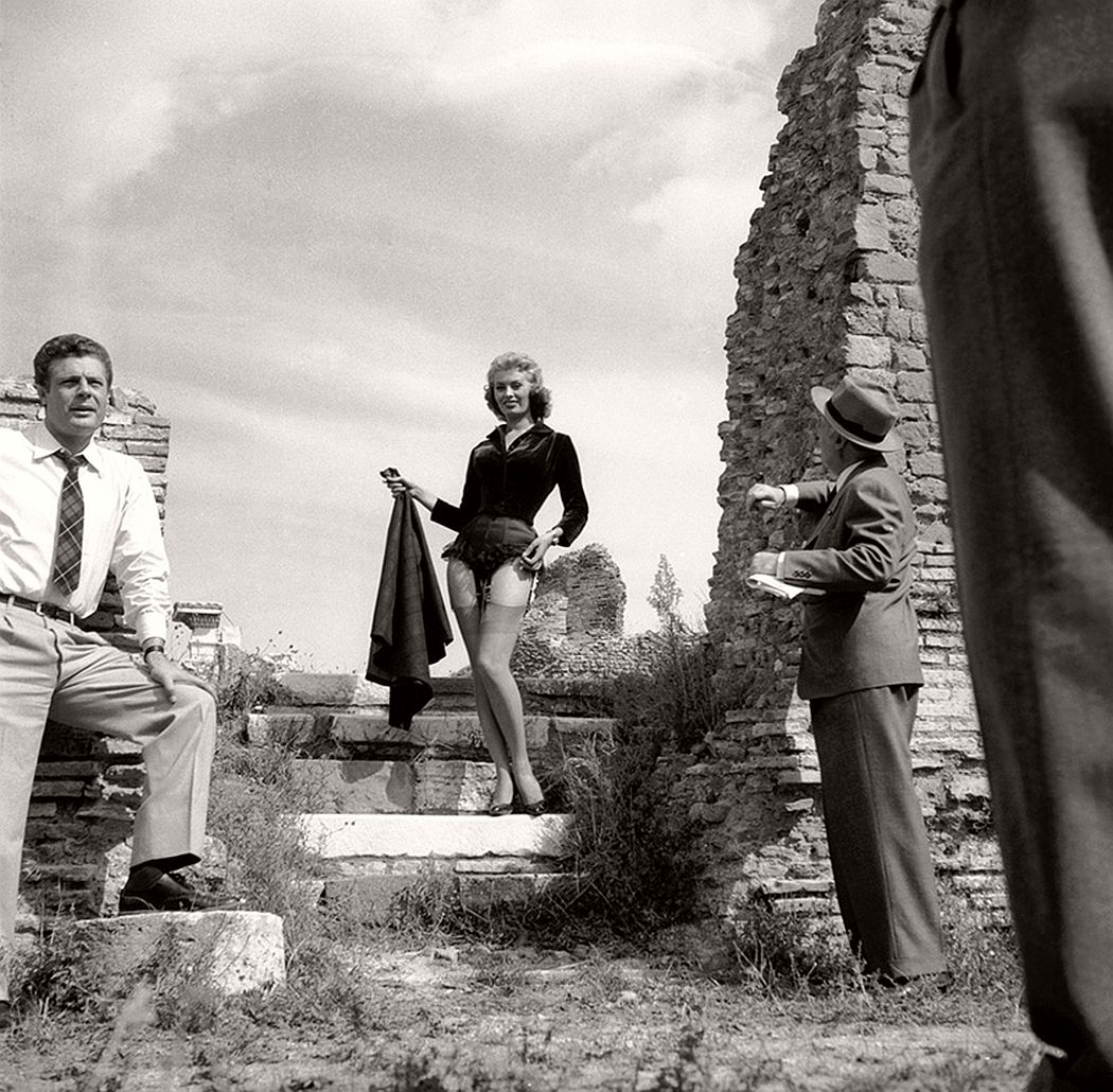 Sophia Loren on location at Ostia Antica for the filming of 'La Fortuna di Essere Donna'. 1955. (Enzo Graffeo/BIPs / Getty Images)